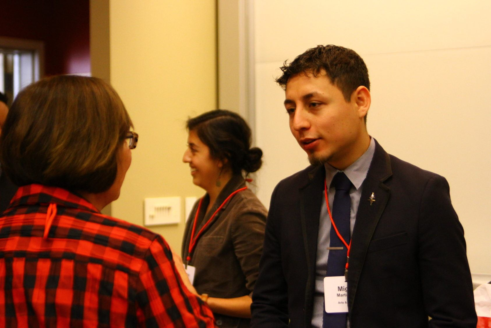 Miguel Martinez chatting with a TCAM attendee