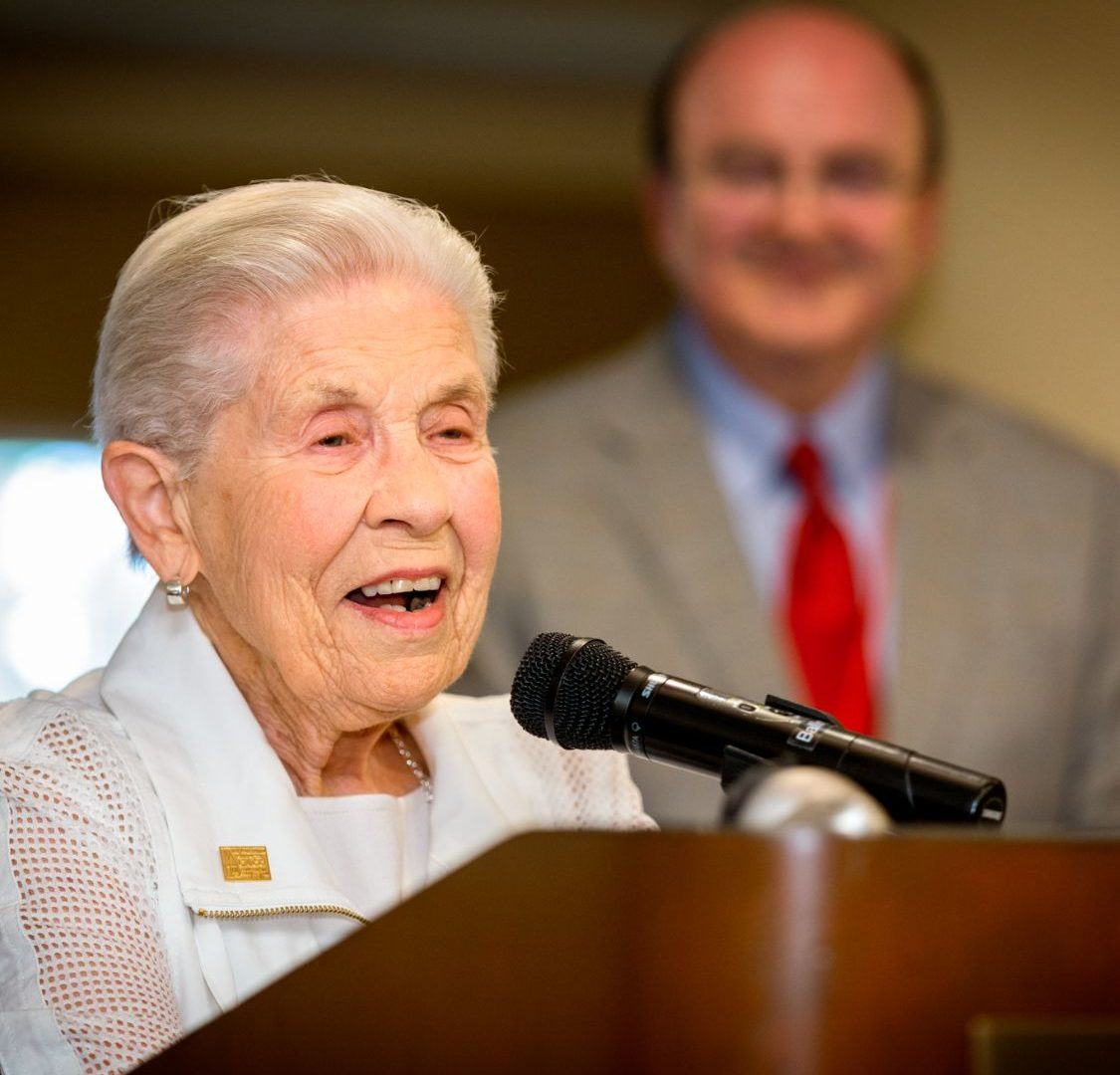 Jean Pearson '48 receives the Vanneman award and shares Reunion stories.