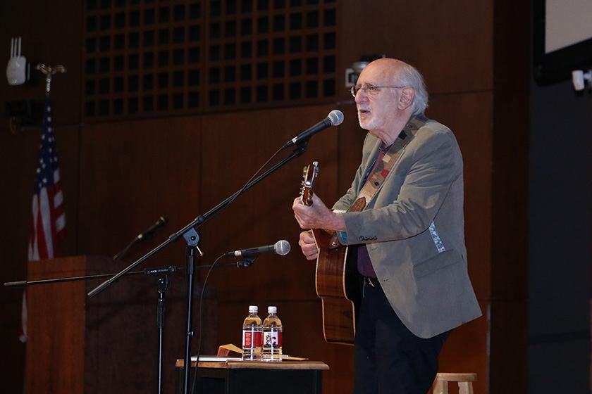 Peter Yarrow '59 plays at Reunion 2019