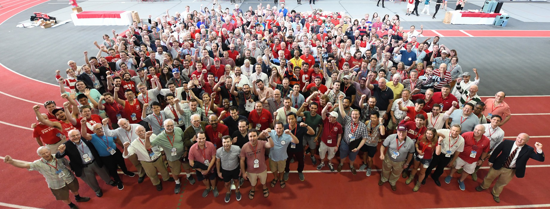 Group shot of more than 300 alumni of the Glee Club